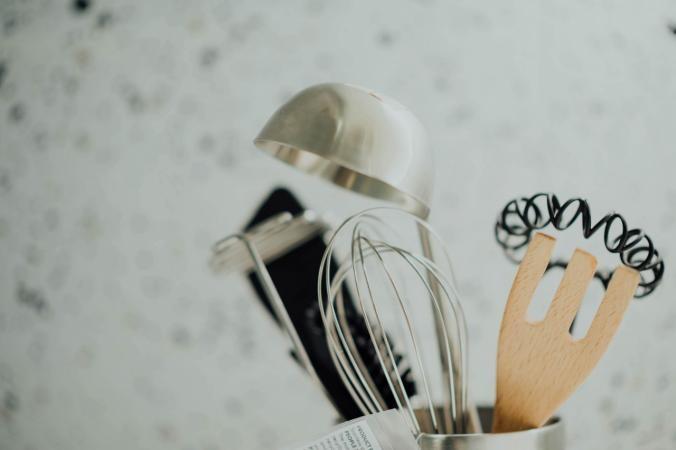 7 utensilios que no debes poner en el lavavajillas